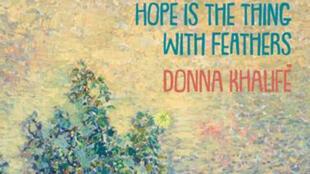 """مقولة لدونا خليفة في اللغة الانكليزية تقول: """"الأمل هو الشيء مع الريش"""""""