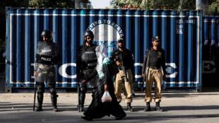عناصر من الشرطة الباكستانية في كراتشي