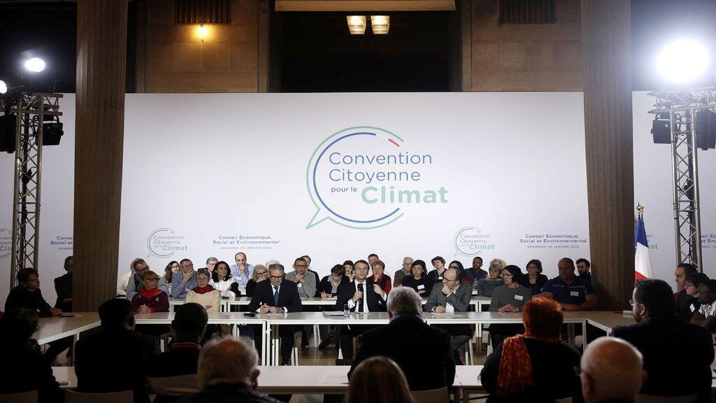 """ماكرون مع أعضاء لجنة"""" مؤتمر المواطنين حول المناخ"""""""