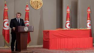 الرئيس الفرنسي يؤبن الرئيس التونسي الراحل الباجي قائد السبسي