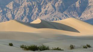 Death_Valley_Mesquite_Flats_Sand_Dunes_2013