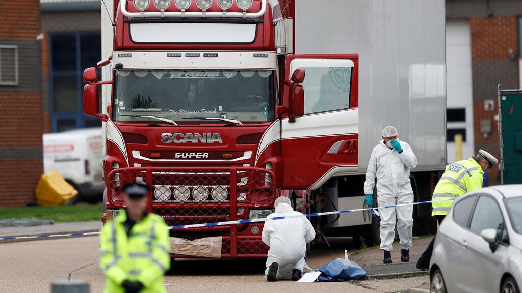 الشاحنة حيث تم اكتشاف الجثث-