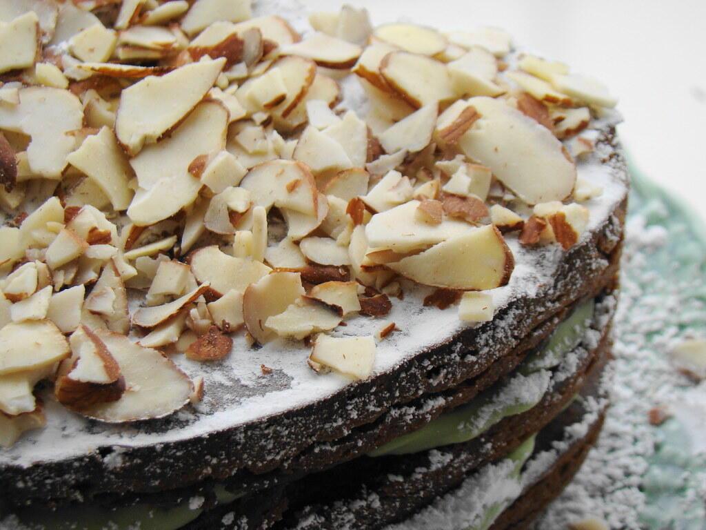 كعكة بالمكسرات والأفوكادو كبديلين للسكر والزبدة