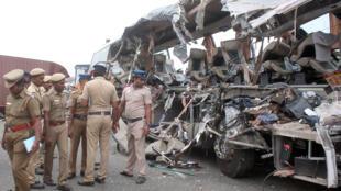 الحافلة التي وقعت في النهر في الهند