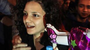 الناشطة السياسية المصرية سناء سيف في القاهرة