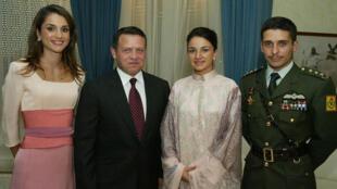 الملك عبد الله وزوجته الملكة رانيا والأمير حمزة وزوجته السابقة نور بنت عاصم