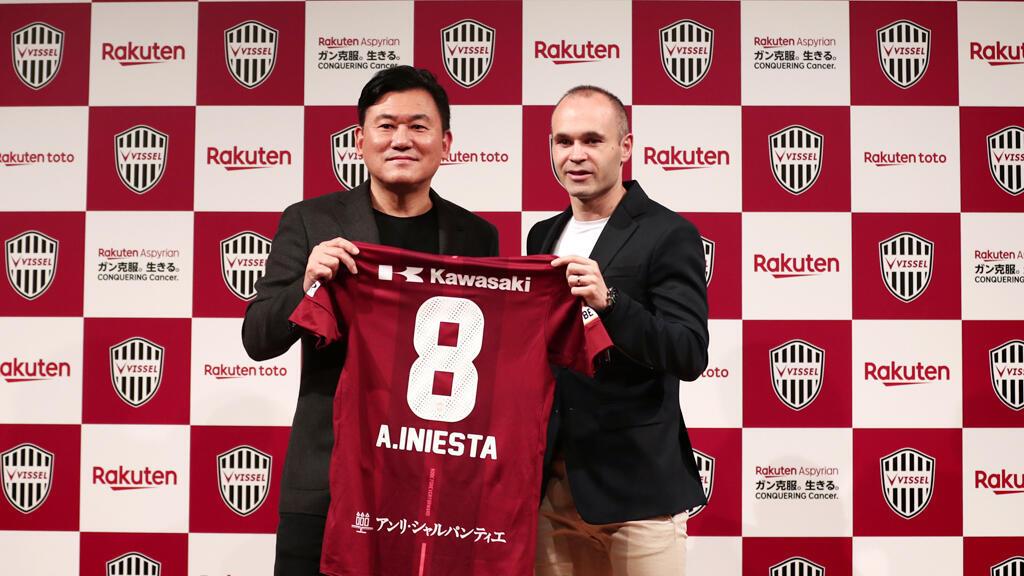 لاعب نادي برشلونة أندريس إنييستا ينتقل إلى نادي فيسيل كوبي الياباني