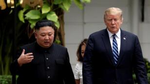 ترامب رفقة كيم جونغ اون