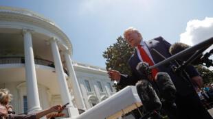 الرئيس الأمريكي دونالد ترامب يتحدث مع الإعلام من أمام البيت الأبيض-