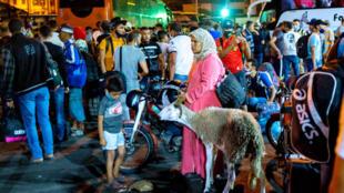 """مسافرون في محطة حافلات """"أولاد زيان"""" بالدار البيضاء يوم 26 يوليو 2020 يحاولون مغادرة المدينة قبل قيود السفر التي تعتزم السلطات فرضها للحد من انتشار فيروس كورونا"""