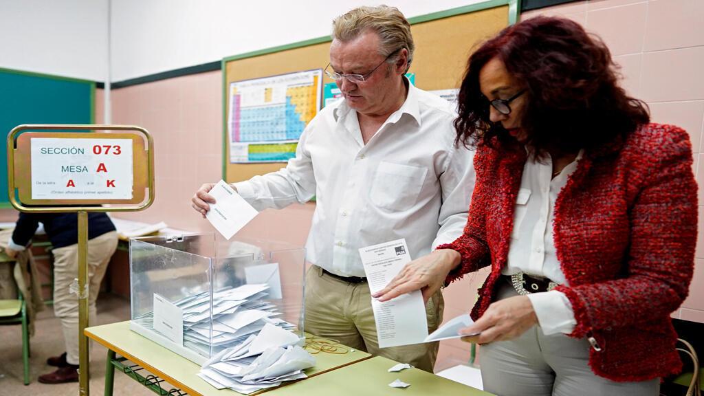 مقترعون في انتخابات اسبانيا