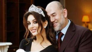ملك ماليزيا السابق مع زوجته ملكة الجمال الروسية-