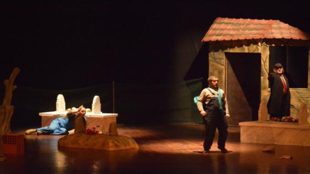 مشهد من مسرحية جزائرية