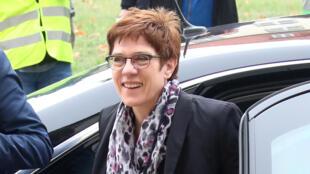 وزيرة الدفاع الألمانية أنيجريت كرامب كارينباور