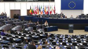 تتحدث المفوضة الدبلوماسية للاتحاد الأوروبي فيديريكا موغيريني  حول العواقب ورد فعل الاتحاد الأوروبي على انسحاب الرئيس الأمريكي من الصفقة النووية الإيرانية في البرلمان الأوروبي في 12 يونيو 2018 في ستراسبورج