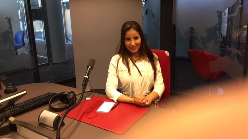 الإعلامية نورا المطيري في إذاعة مونت كارلو الدولية، باريس