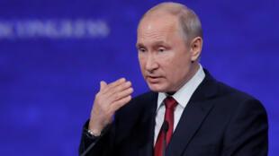 الرئيس الروسي فلاديمير بوتين في المنتدى الاقتصادي العالمي، سانت بطرسبرغ (07-06-2019)