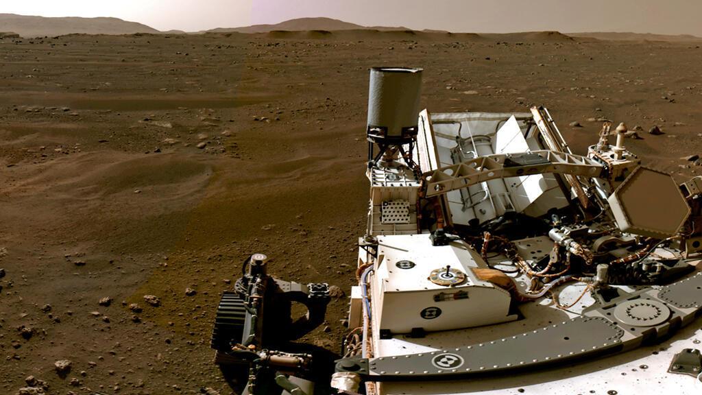 """روبوت """"المثابرة"""" ينزل فوق سطح المريخ"""