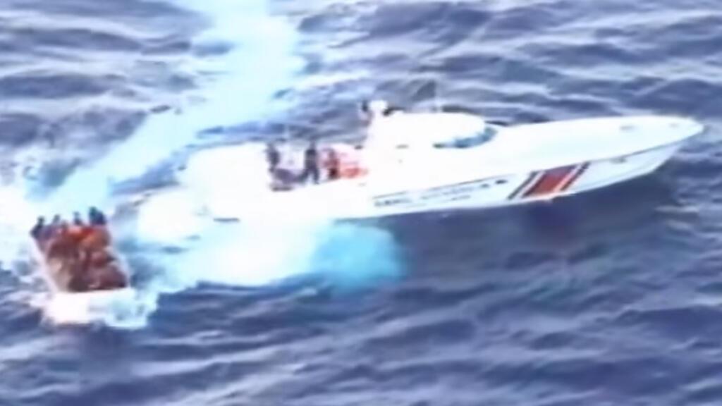 خفر السواحل التركية ينقذ مركب مهاجرين