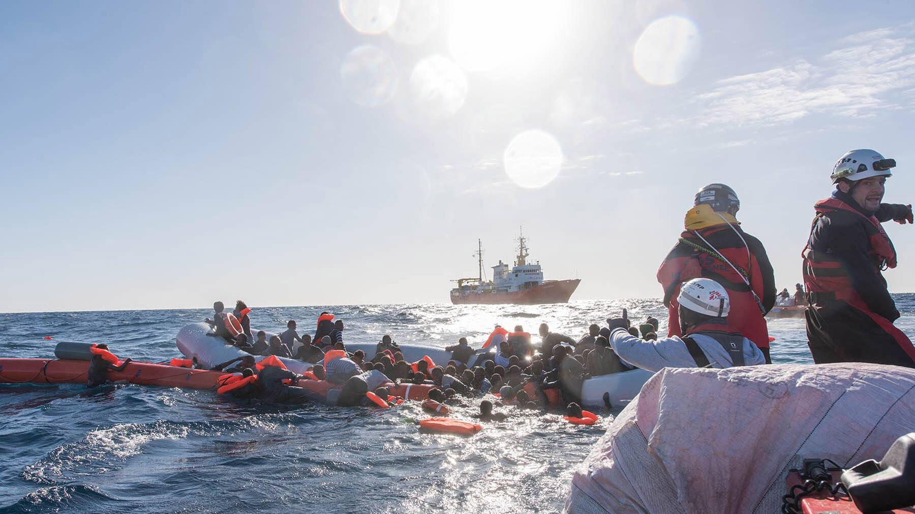 / مهاجرين غير شرعيين في البحر المتوسط