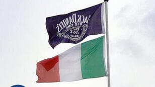 العلم الإيطالي وفقه علم ماركة ويسكي Jack Daniel's