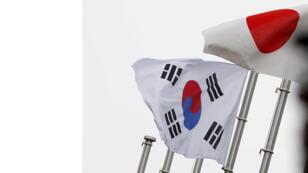 علما كوريا الجنوبية واليابان/