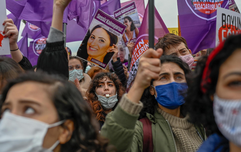 manif femmes istambul 20 03 2021