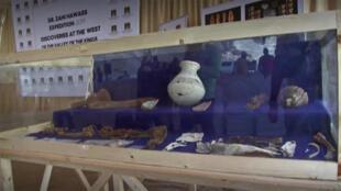 جانب من الآثار التي تمّ العثور عليها في وادي القرود بالأقصر في مصر