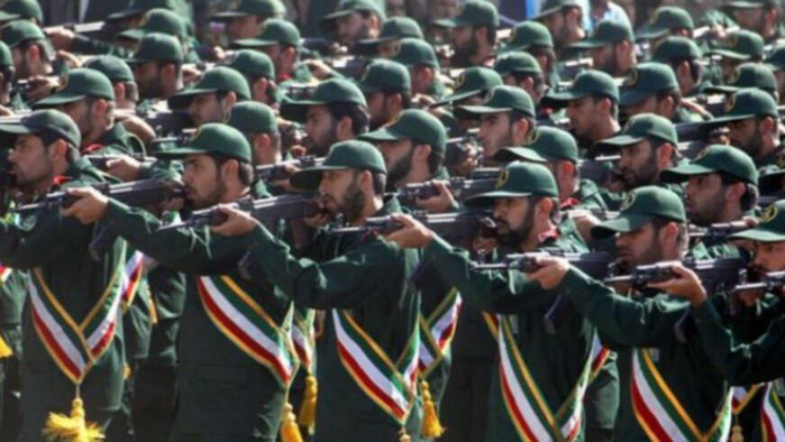أفراد من الحرس الثوري الإيراني خلال عرض عسكري في طهران