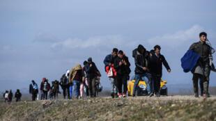 مهاجرون على الحدود التركية اليونانية  في 3 مارس/آذار 2020