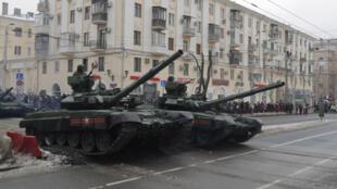 عرض عسكري روسي في ساحة فولفوغراد  احتفالا بذكرى الانتصار على ألمانيا النازية (02-02-2018)
