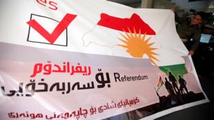 كردي يرفع صورة للاستفتاء المزمع عقده يوم الجمعة