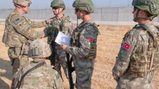 جنود أتراك مع آخرين من الولايات المتحدة-