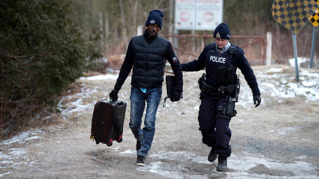 ارتفاع عدد اللاجئين الذين يجتازون الحدود الأمريكية الكندية بعد تولي ترامب