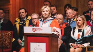 تعيين وزيرة الخارجية الأمريكية السابقة هيلاري كلينتون يوم الخميس 2 يناير 2020 مستشارة لجامعة كوينز في بلفاست