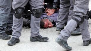 الشرطة الإسرائيلية تعتقل محتجا فلسطينينا في القدس