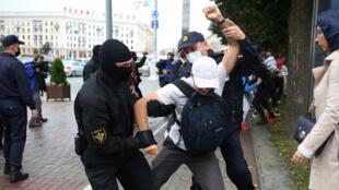 الشرطة في مواجهات مظاهرات مينسك