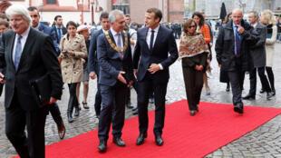رئيس بلدية فرانكفورت يستقبل الرئيس الفرنسي ماكرون بمناسبة المعرض الدولي للكتاب (10-10-2017)
