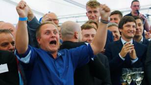 ردود فعل ألمان مناصرين للشعبويين على التوقعات الأولية لنتائج انتخابات البرلمان المحلي في مقاطعة ميكلنبورغ فوربومرن
