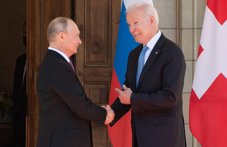 لقاء بايدن - بوتين خلال قمة جنيف