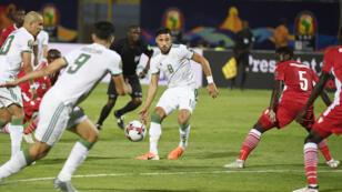مشهد من مباراة منتخب الجزائر وكينيا