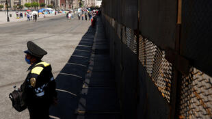 عنصر من الشرطة المكسيكية