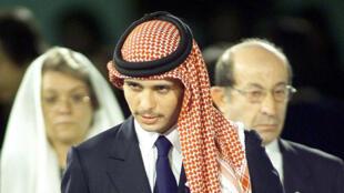 ولي العهد الأردني السابق الأمير حمزة بن الحسين في اليابان عام 2000