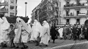 في شوارع مدينة الجزائر عام 1948