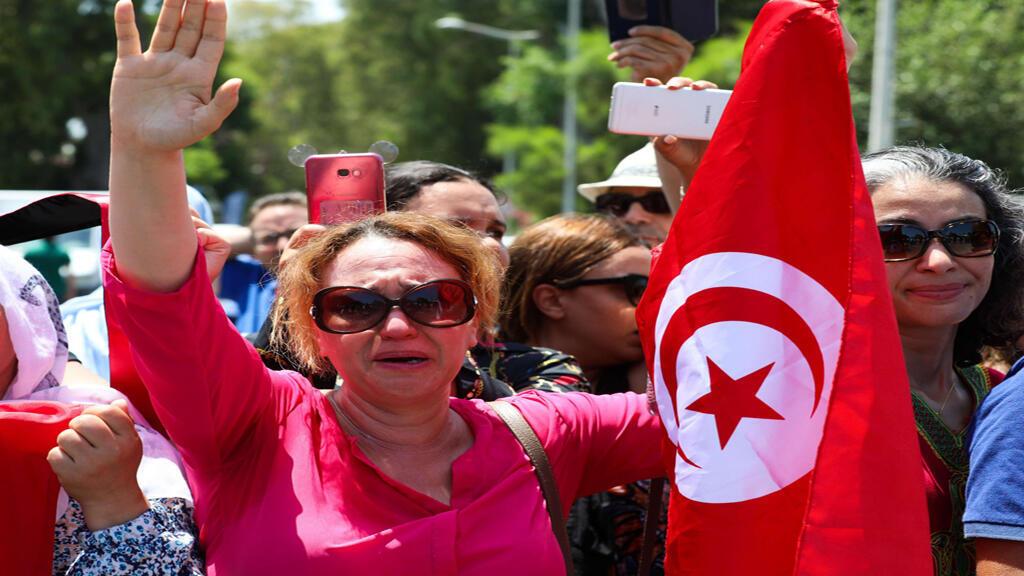 بالدموع تونس تودع رئيسها