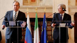 سيرغي لافروف خلال المؤتمر الصحافي الذي جمعه مع نظيره الإيطالي باولو جينتيلوني في روما