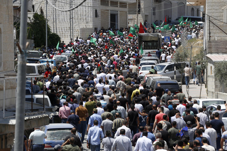 procession_funerailles_nizar_banat_palestine