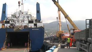 سفينة روسية تنقل عتادا لاعادة اعمار سوريا