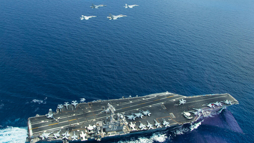 حاملة الطائرات الأمريكية USS Carl Vinson في بحر الصين الجنوبي