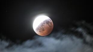 a_lune_wikipidia